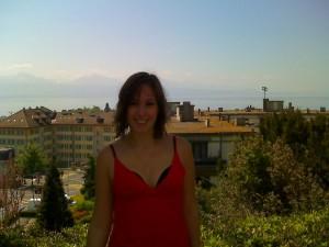 Sarah devant le lac Leman à Lausanne