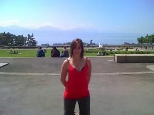 Sarah dans le parc, au bord du lac Leman à Lausanne