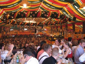 Oktoberfest_inside_Hippodrom