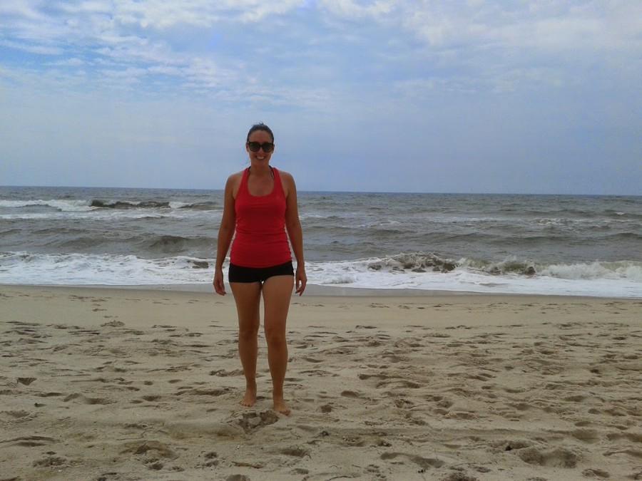 Sarah a la plage devant l'ocean Ocean Bay Park