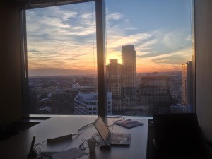 bureau dans une tour vitrée