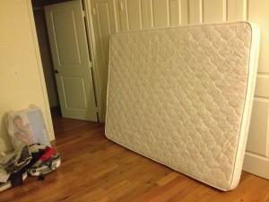 matelas dans un appartement à meubler à Brooklyn