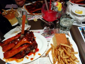 ribs de boeuf, travers de boeuf, plat au restaurant BBQ Dallas