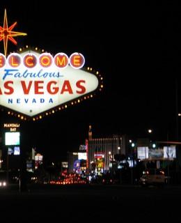 panneau bienvenue à Las Vegas de nuit