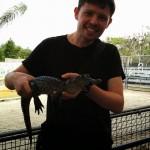 Maxime avec un bébé alligator