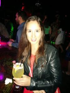 Sarah avec un cocktail au Mango à Miami