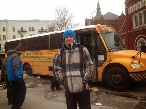 Maxime devant le bus d'école américain pour Mountain Creek