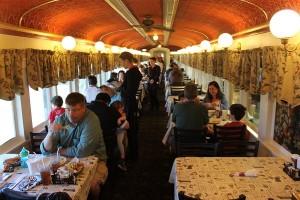 manger dans un wagon à Red Caboose Hotel, Amish country, Pennsylvanie