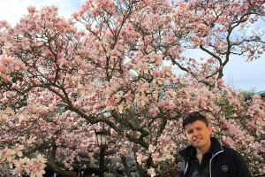 Maxime devant un cerisier, Brooklyn botanic garden