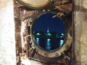 la lucarne du bateau de Frying Pan, avec le One WTC
