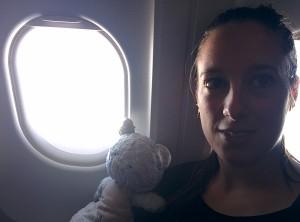 dans l'avion, Nounou Bleu et Sarah