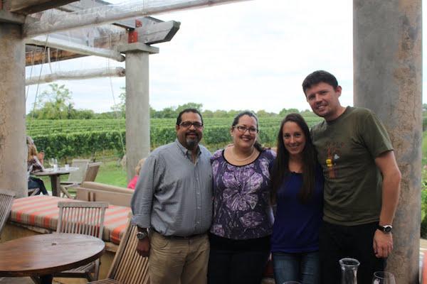 nous 4 à Wöllfer pour une dégustation de vin, Long Island, NY